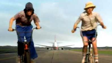 Bikes try to outrun a landing 767