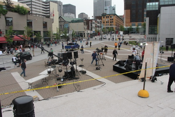 Canada AM takes over the esplanade of Place des Arts